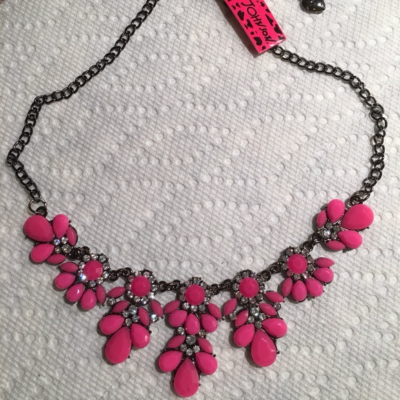 Betsy Johnson pink necklace